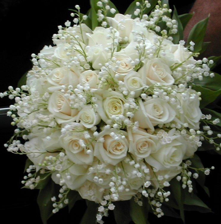 Relativ bouquet de roses blanches et de muguet! FP53